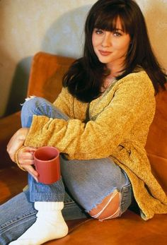 Brenda Walsh: How To Look Like The Babeliest Babe of Beverly Hills 90210 90210 Fashion, Fashion Tv, Love Fashion, Beverly Hills 90210, Girl Next Door, Shannon Dorothy, Shannen Doherty Charmed, American Apparel, Style Année 90