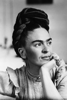 Portrait of Frida Kahlo Mexican painter wife of Diego Rivera Diego Rivera, Frida Kahlo Birthday, Frida Kahlo Portraits, Frida And Diego, Frida Art, Mexican Artists, Latino Artists, Eyebrow Pencil, Women In History