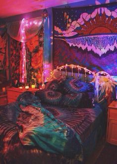 I love the tie dye sheets and pillows and whole rooms atmosphere!