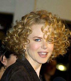 Como cuidar de cabelos curtos e cacheados  Se esse é o seu caso, vale lembrar que os cabelos com cachos e o comprimento curto, além de práticos, nunca saem de moda.
