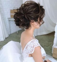 Wedding Bun Hairstyles, Evening Hairstyles, Dance Hairstyles, Messy Hairstyles, Pretty Hairstyles, Curly Hair Up, Curly Hair Styles, Hair Arrange, Elegant Wedding Hair