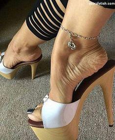 Mules shoes = best best women shoes ❤️ via Sexy Legs And Heels, Hot High Heels, Platform High Heels, Nice Heels, Feet Soles, Women's Feet, Talons Sexy, Gorgeous Feet, Sexy Toes