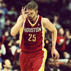 """Chandler Parsons :Let the guy be the aggressor! Guys love confidence, but too much can be mistaken for aggressiveness. Let him come to you instead! """"If a girl came up to me and asked me out, that's a little forward,"""" he said. """"Guys like it when girls play hard to get!""""  Read more: Chandler Parsons Love Advice - Chandler Parsons Interview - Seventeen  Follow us: @David Nilsson on Twitter 