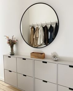 Hall Interior, Interior Design, Console Table, Mobile Living, Ikea Hack, Home Staging, Decoration, Interior Inspiration, House Design