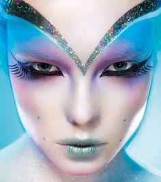 Make Up - Check out Crazy Makeup Art! We absolutely love Beautiful Halloween Makeup, Halloween Makeup Looks, Spooky Halloween, Halloween Inspo, Halloween Parties, Amazing Makeup, Halloween 2018, Halloween Outfits, Alien Make-up