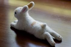 Gorgeous & Lifelike Needle Felted Bunnies by Teresa Brooks Wet Felting, Needle Felting Kits, Needle Felting Tutorials, Needle Felted Animals, Felt Animals, Felt Animal Patterns, Wooly Bully, Felt Bunny, Felt Toys