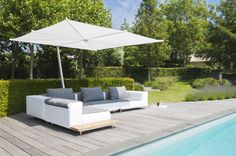Walrus and Kosmos Parasol by Extremis - private house (© Hilde Verbeke)