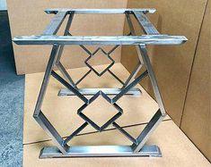 easy welding table #Weldingtable Metal Base Dining Table, Wood Table Legs, Steel Table Legs, Dining Table Legs, Dining Room, Outdoor Furniture Plans, Metal Furniture, Furniture Design, Furniture Legs