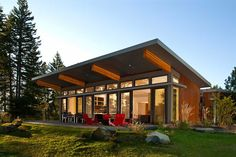 Love Modular Homes? Then here is best Prefab modular home design on Architectures Ideas. Get inspiration for Prefabricated & Modular Homes from here. Modular Home Designs, Modern Modular Homes, Prefab Modular Homes, Modular Home Floor Plans, Prefab Cabins, Prefabricated Houses, Contemporary Homes, Prefab Homes Canada, Rustic Contemporary