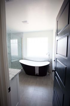 Soaking Tub black with nickel tub filler faucet
