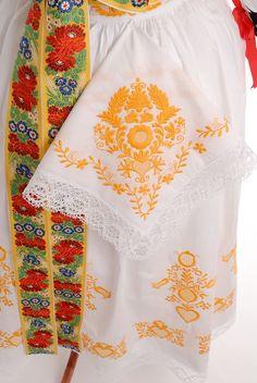 Folk Clothing, Sharpies, European Countries, Czech Republic, Doodle, Culture, Embroidery, Clothes, Dresses