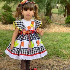 Vestido Infantil Caipira Luxo no Elo7 | Brasil que Encanta (F4B824) Little Girl Dresses, Girls Dresses, Summer Dresses, American Girl, Rain Poncho, Baby Alive, Mom And Baby, Cotton Dresses, Baby Dress