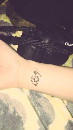 33 Cool Small Wrist Tattoos For Guys Wrist Tattoos For Guys, Small Tattoos For Guys, Small Wrist Tattoos, Sleeve Tattoos For Women, Tattoo Small, Ankle Tattoos, Mini Tattoos, Trendy Tattoos, Unique Tattoos