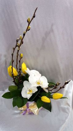 55 trendy flowers arrangements ideas tropical Flowers would be the main items that is Tropical Flower Arrangements, Creative Flower Arrangements, Flower Arrangement Designs, Ikebana Flower Arrangement, Church Flower Arrangements, Orchid Arrangements, Church Flowers, Beautiful Flower Arrangements, Beautiful Flowers