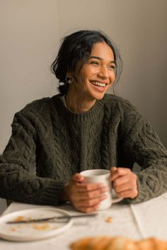 Female Character Inspiration, Style Inspiration, Frizzy Curls, Winter Looks, Aesthetic Fashion, Slow Fashion, Sweater Weather, Everyday Outfits, Passion For Fashion