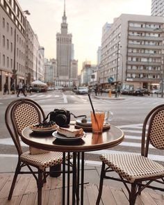 A beautiful breakfast in the heart of Poland. Warsaw City, Warsaw Poland, Beautiful Places To Visit, Cool Places To Visit, Poland Cities, Poland Culture, Visit Poland, Poland Travel, Cool Cafe