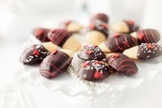 Pearls and Swirls {Valentine's Day Dessert Bar} Full of Cute Ideas via Kara's Party Ideas Kara Allen KarasPartyIdeas.com (6)