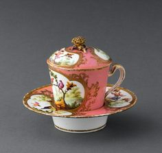 """Sèvres milk goblet (Gobelet à lait) with recessed saucer, sometimes also known as a trembleuse, ca. Its recessed or """"socketed"""" saucer, allows the cup to fit snugly into its base. Introduced by the Sèvres factory in The cover conserved the milk's warmth. Tea Cup With Lid, My Cup Of Tea, Teapots And Cups, Teacups, Chocolate Cups, China Tea Cups, Tea Service, Vintage China, China Porcelain"""