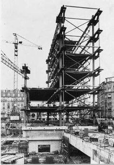 Pompidou under construction_Richard Rogers y Renzo Piano, 1972-76