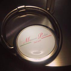 Accroche-sac personnalisé Maison Politi #portesacrestaurant #ravioli #goodies Ravioli, Over Ear Headphones, Bag Hanger, Home