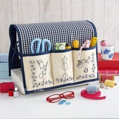67 Ideas for sewing machine accessories costura Sewing Machine Projects, Small Sewing Projects, Sewing Hacks, Sewing Tutorials, Sewing Crafts, Sewing Machines, Sewing Machine Accessories, Creation Couture, Sewing Box