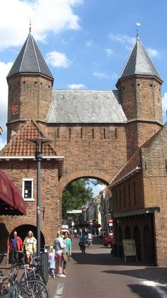 "Kamper Binnenpoort (gate between ""De Kamp"" and shopping street ""Langestraat"", Amersfoort"