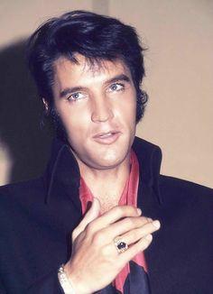 Those hands. Elvis 1969
