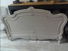 Tête de lit patinée gris ficelle blanc poudré, teinte chaleureuse appelle à l apaisement et au confort, par l Atelier des 4 saisons.