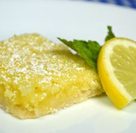 Lemon Bars Printable Recipe - My Honeys Place Lemon Desserts, Delicious Desserts, Dessert Recipes, Yummy Food, New Recipes, Cooking Recipes, Favorite Recipes, Recipies, Jiffy Mix Recipes