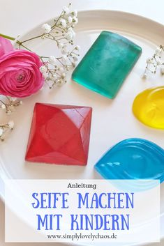 Seife selber machen mit Kindern Display: Simple instructions to make soap yourself with children. Diy Gifts For Boyfriend Just Because, Diy Gifts For Girlfriend, Diy Gifts For Friends, Boyfriend Gifts, Easy Diy Gifts, Simple Gifts, Homemade Gifts, Diy Simple, How To Make Homemade
