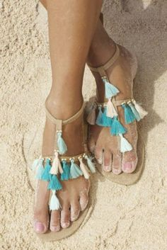 Summer sandals you should wear if you are going to Coachella. Fashion inspiration. Boho and gypsy sandals.