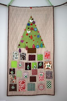 "Cute Christmas quilt w/ built in Advent calendar - hide ""countdown ornaments"" in the pockets then use them decorate the tree each day http://www.pinkchalkstudio.com/blog/2008/12/16/countdown/"