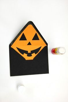 DIY Jack-o-Lantern Envelope Liners for Halloween #halloween
