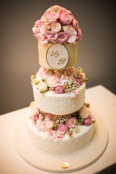 THE cake Diy Wedding, Wedding Cakes, Desserts, Food, Tailgate Desserts, Meal, Wedding Pie Table, Dessert, Eten
