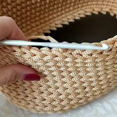 Pontos de croche profissional passo a passo com graficos para imprimir Professional crochet stitches step by step with graphics to Crochet Bag Tutorials, Crochet Diy, Crochet Instructions, Crochet Videos, Crochet For Beginners, Crochet Crafts, Crochet House, Crochet Mask, Crochet Dolls