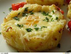 Brambory oloupeme a uvaříme se solí, kmínem a česnekem. Mezitím vyškvaříme slaninu.Uvařené brambory rozšťoucháme s horkým mlékem a vyškvařenou... No Salt Recipes, Vegan Recipes, Easy Cooking, Cooking Tips, Slovak Recipes, Whole 30 Recipes, Baked Potato, Macaroni And Cheese, Cabbage