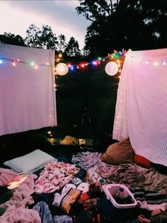 Sleepover Room, Things To Do At A Sleepover, Fun Sleepover Ideas, Sleepover Birthday Parties, Trampolines, Summer Bucket, Summer Fun, Summer Dream, Summer Picnic