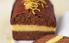 Krydderkage med citronsmørcreme Den solgule citronsmørcreme klæder krydderkagen i både smag og udseende. Du kan også undlade smørcremen og i stedet smørre skiverne med smør.