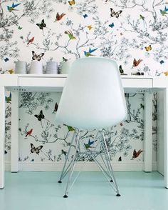 Pretty bird and butterfly wallpaper in this behind this simple white desk and Eames chair Butterfly Wallpaper, Of Wallpaper, Interior Wallpaper, Graphic Wallpaper, Beautiful Wallpaper, Office Wallpaper, Modern Wallpaper, Designer Wallpaper, Interior And Exterior