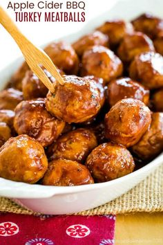 Apple Cider BBQ Turkey Meatballs - a sweet and savory turkey meatball recipe makes a quick and easy dinner or a party appetizer for game day. Ready in less than 30 minutes and can be made gluten free and grain free. Gluten Free Appetizers, Best Appetizers, Appetizer Recipes, Party Appetizers, Party Snacks, Dinner Recipes, Crock Pot Meatballs, Turkey Meatballs, Party Meatballs