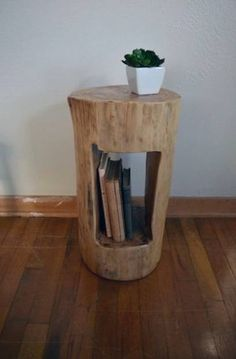 Add a unique piece of tree furniture . Add a unique tree furniture piece to your home # diymöbel Log End Tables, Log Table, Diy Side Tables, Wooden Side Table, Coffee Tables, Tree Stump Furniture, Rustic Furniture, Furniture Ideas, Garden Furniture