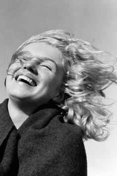 1946, photograph of 20 year old Norma Jeane Mortenson. Photo by Andres de Dienes. La Mort, Malibu Beach, California.