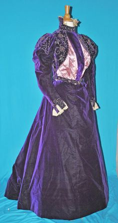 1890's ROYAL PURPLE 2 PIECE VISITING OUTFIT