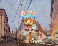 Evening Photos Explore the Peaceful Side of Tokyo's Rarely Empty Streets - My Modern Met