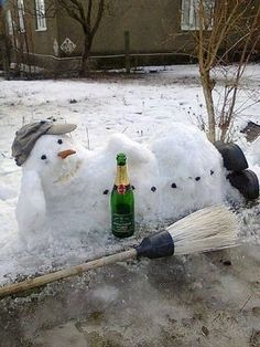 A contented Snowman! Funny Memes, Hilarious, Jokes, Funny Snowman, Snow Sculptures, Snow Art, Winter Love, Special Kids, Winter Pictures
