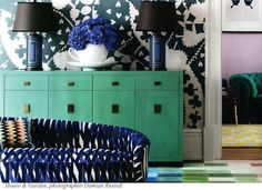 love the color of the console.Color and design inspiration - various shades of blue; modern and eclectic Mint Rooms, Blue Rooms, Green Rooms, Home Interior, Interior And Exterior, Interior Design, Scandinavian Interior, Interior Photo, Le Living