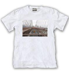Art 110 F - Remera Photos (Foto tomada en Brooklyn Bridge-Nueva York) Tela: Algodón 30/1 con estampa en sublimación digital sobre poliéster aplicada a la remera.  Talles: S - M - L