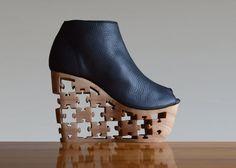 Puzzle  Hand geschnitzt Holz-Plattform von Fashion4Freedom auf Etsy