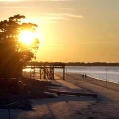 Georgia's Tybee Island offers the ocean beach closest to Atlanta. Midwest Vacations, Beach Vacations, Georgia Beaches, Tybee Island Georgia, Atlanta Usa, Atlanta Georgia, Family Vacation Spots, Hilton Head Island, Great Lakes