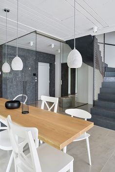 OOOOX | PLZEN - entrance hall with glass sliding doors